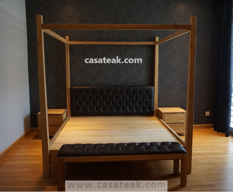 teak poster bed frame in Kl