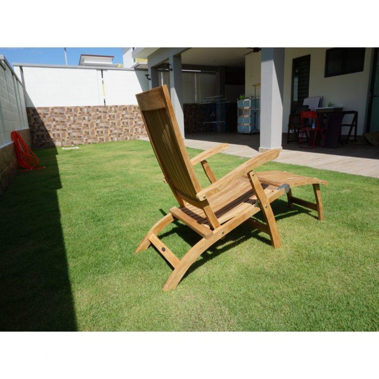 Elegant streamer chair suitable for pool side