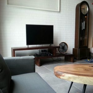 Extendable tv console in Kl